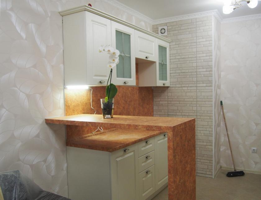 Солнечная кухня для квартиры-студии